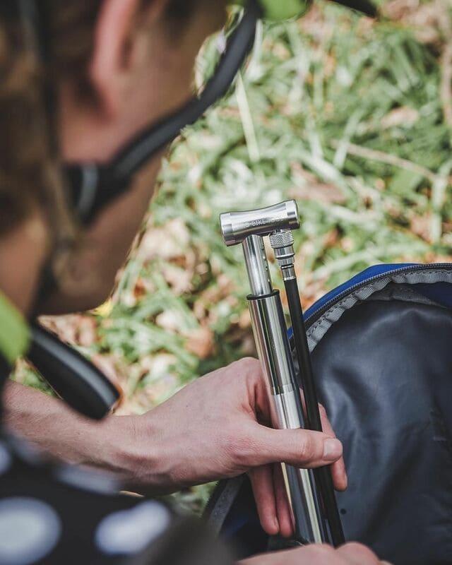 Ciclista-con-bomba