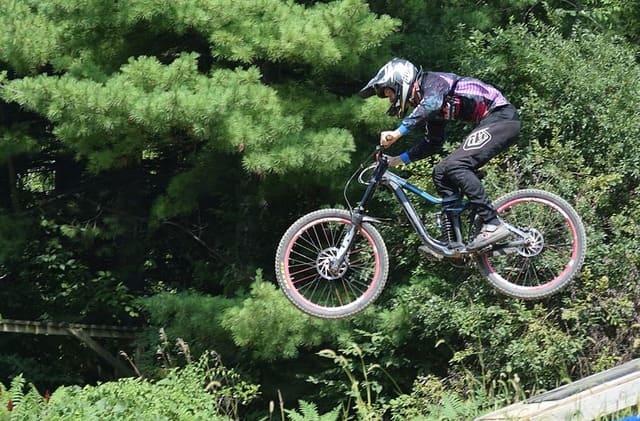 Ciclista-de-downhill