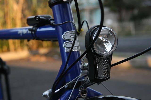 Luz-Frontal-de-Bicicleta