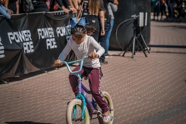 Niña-en-bicicleta