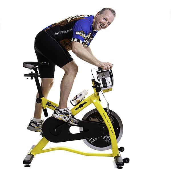 Persona-Mayor-Sobre-Bicicleta