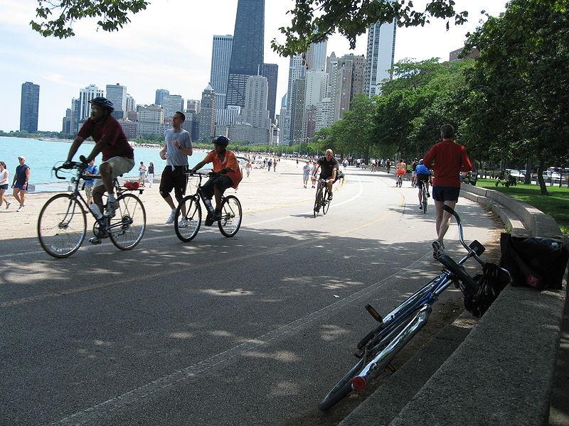Personas-montando-bicicleta